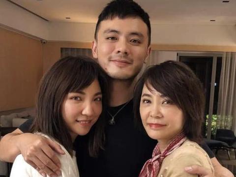 柴智屏27岁女儿高隽雅年底结婚公开婚照,男友母亲与柴智屏为同学