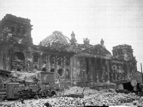 苏联攻打柏林占据优势,为什么还会伤亡30万人?