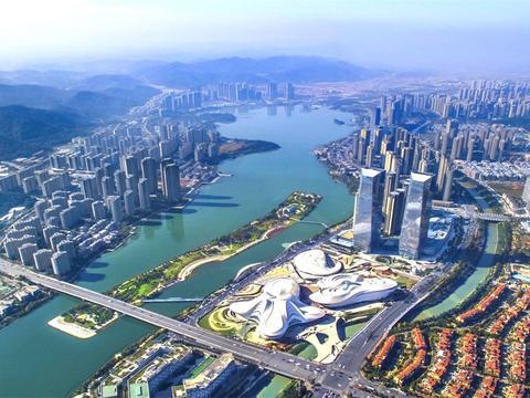 """中国""""奇葩""""的网红城市,没知名度高的景区,旅游业也能年入千亿"""