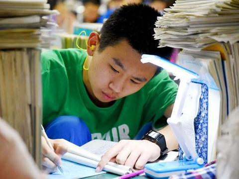 孩子今年高三,第一次考试只有440分,高考时能上985大学吗?