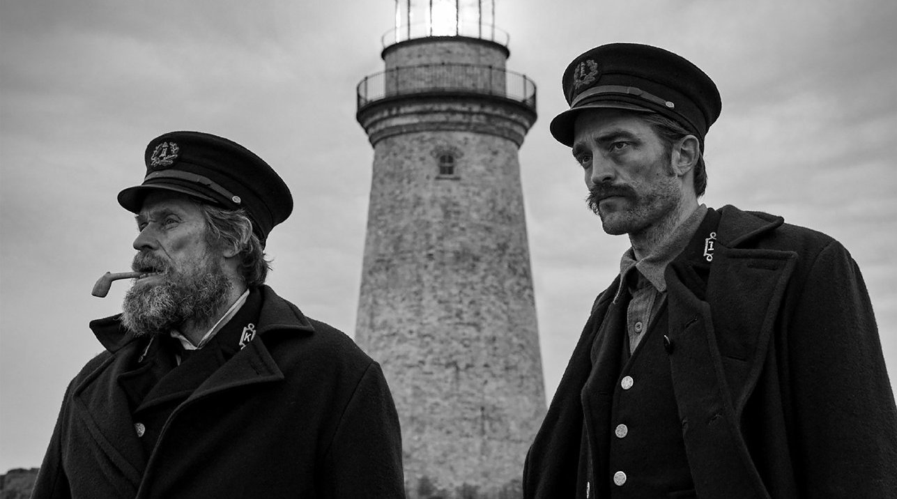 罗伯特·帕丁森、威廉·达福出演的最新惊悚片《灯塔》发布新预告