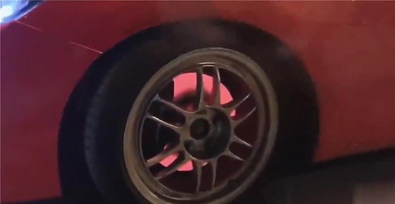 """8.1秒破百的思域被暴力驾驶,刹车盘直接""""通红"""",浇水变蒸汽"""