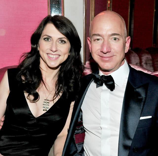 全球首富离婚因婚内出轨,新欢能开直升机能拿麦,才华堪比邓文迪