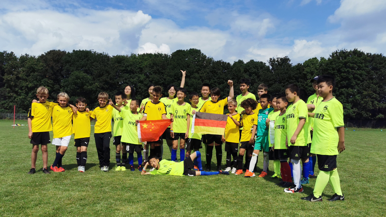 今年夏天,一支来自北京的青少年足球俱乐部飞抵德国