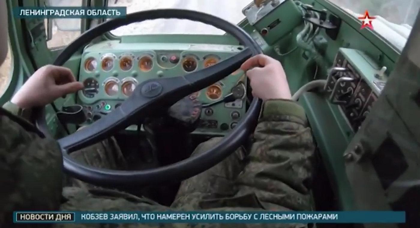 俄军S-400防空导弹系统5P85SM2-01发射车驾驶室特写镜头看里程表才跑