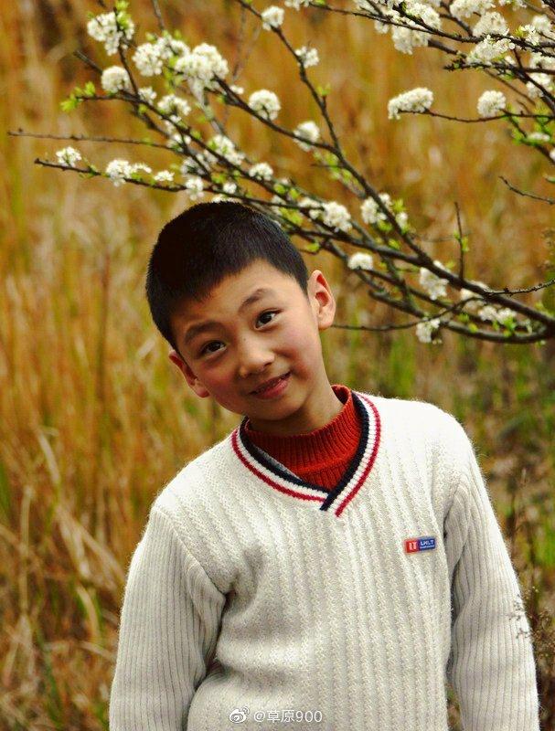 这个我有素材,孩子的笑脸充满阳光,灿烂明媚。。
