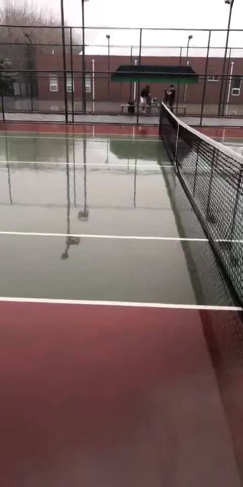 北京下起了雨来。