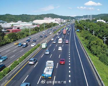 长张高速长益段宁乡收费站入口因主线车流量大实行交通管制