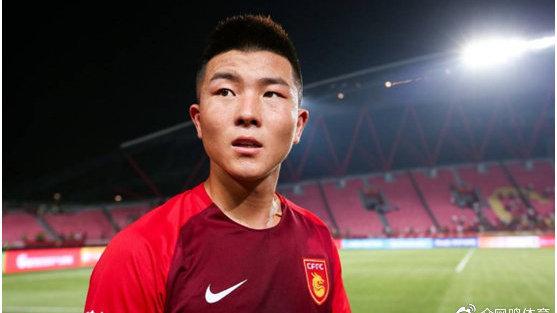 王健林继续投资,大连签完国奥主力再签国青队长,荷甲边锋也来投
