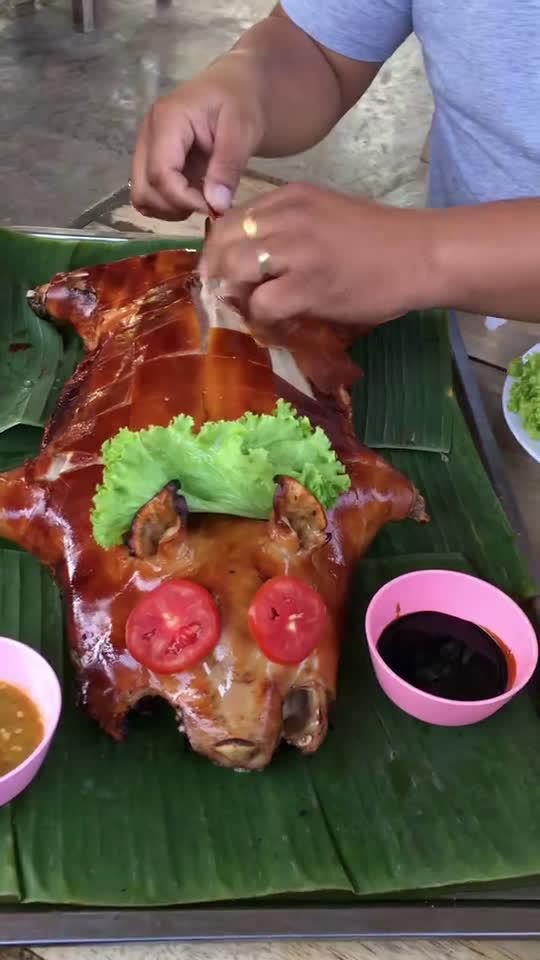泰国人很喜欢吃烤乳猪,在清迈街边摊很多。我还没尝试过。