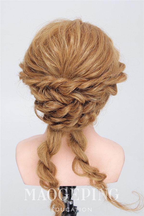 看似复杂其实简单的发型应该有这款盘发吧图片