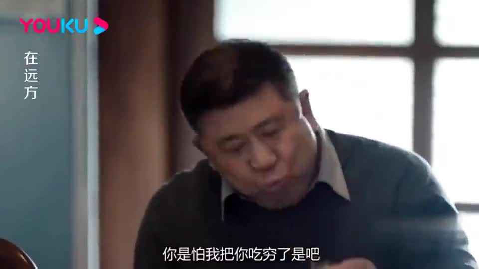 男子去岳父家蹭饭,端起碗狼吞虎咽,岳父讽他看不出是亿万富翁