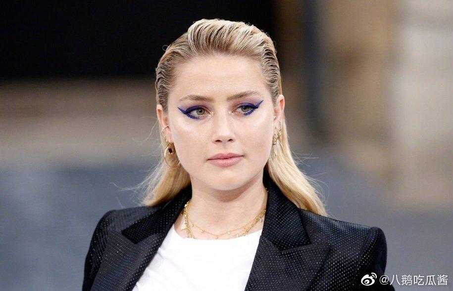 海王女主胖了海王女主Amber Heard巴黎时装周走秀