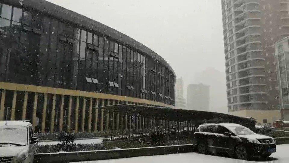 贵阳的雪是被风吹到六盘水了吗?