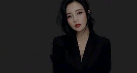 被传离婚后李小璐近照曝光,短发配上大浓妆,网友:这是要复出?