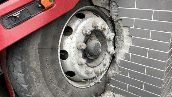 轮胎爆胎前一般都有这5个征兆,了解一下,关键时刻可保命
