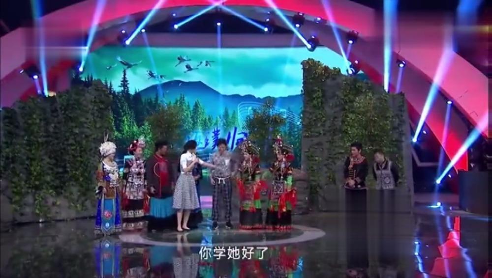 袁成杰现场学跳彝族铃铛舞,被李艾嘲笑还没女生跳的爷们儿