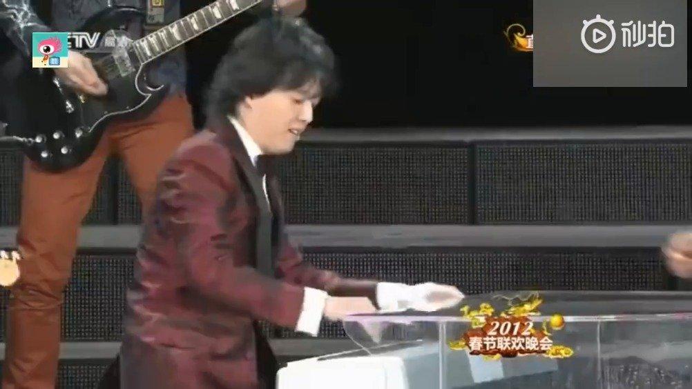 王力宏 李云迪 同台演绎《金蛇狂舞》+《龙的传人》——两大男神聚首
