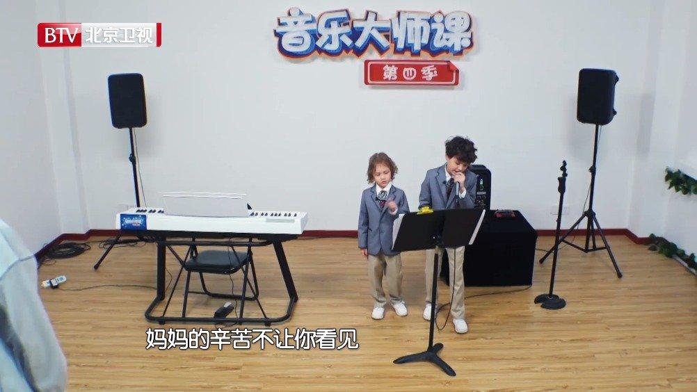 音乐助教@秦奋Roi 不愧是我们课堂上的孩子王