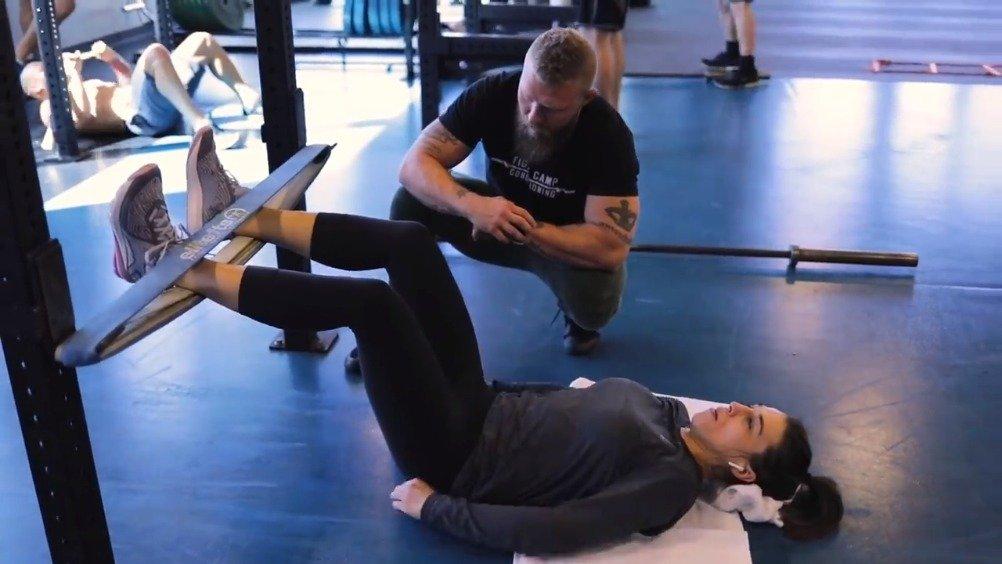 UFC前冠军乔安娜 Joanna Jedrzejczyk 与著名体能训练师 Phil Daru 备