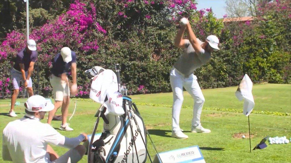 墨西哥锦标赛练习场达斯汀和麦克罗伊击球完的pose神同步