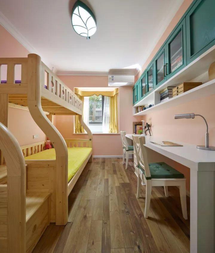 小户型的书房做在卧室里就好,一个书桌柜顶一间房图片