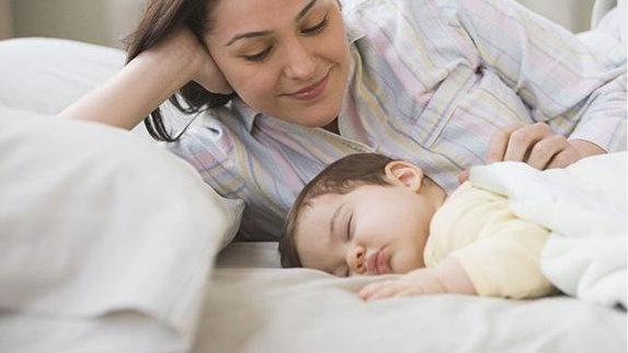 晚上睡觉前别惹小宝宝笑,睡觉会不踏实、哭闹,睡前仪式重视起来
