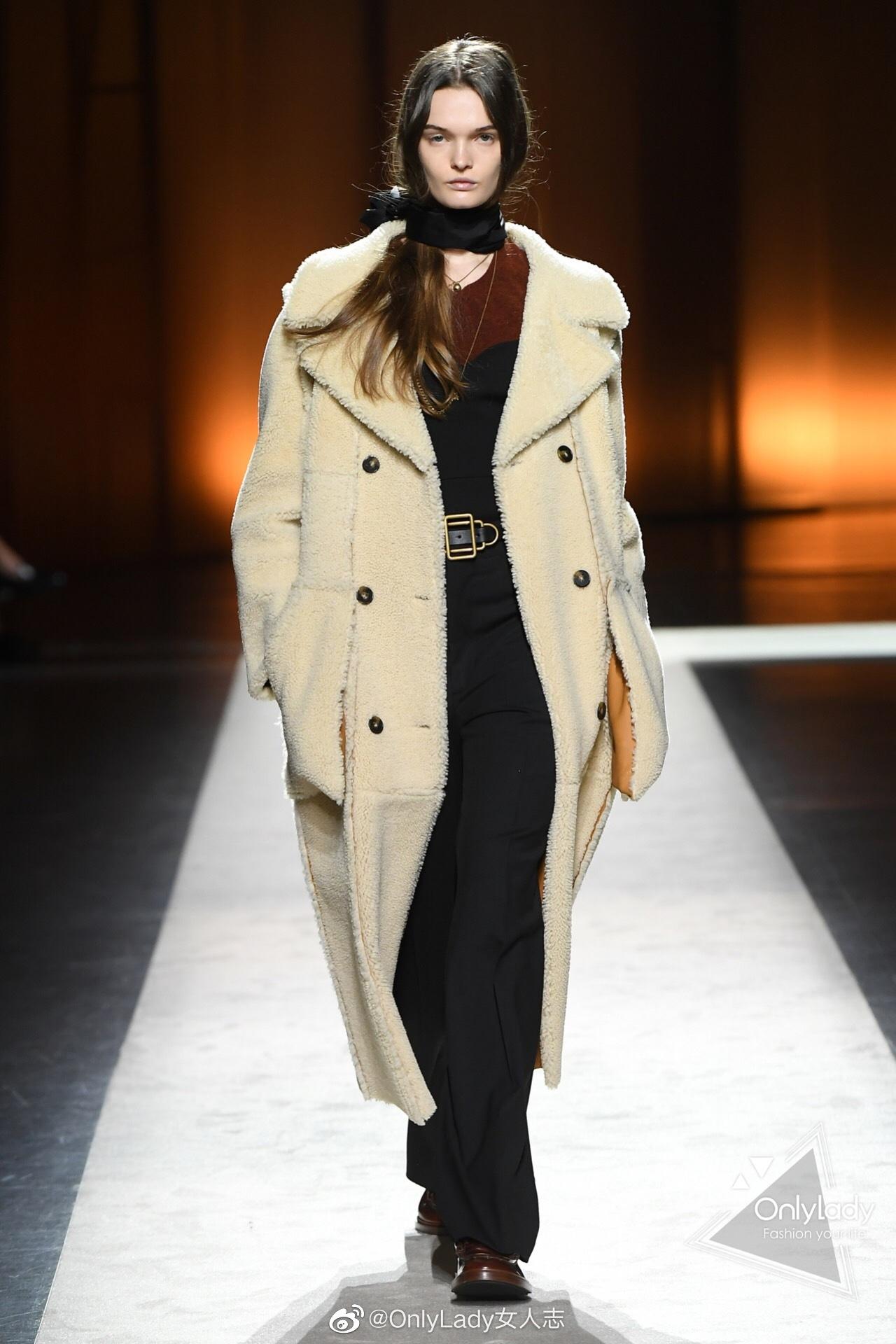 @TODS 2020秋冬系列显现精致的皮革拼接设计,以及富有标志性的包袋