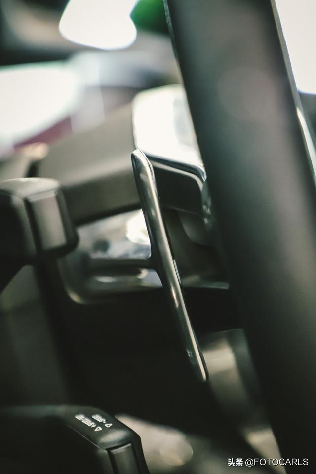 新款保时捷Macan曼巴绿实拍,比迈阿密蓝更惊艳,背得起的不简单