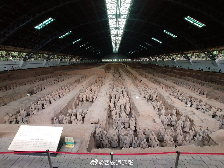 秦始皇兵马俑,是古代墓葬雕塑的一个类别。古代实行人殉