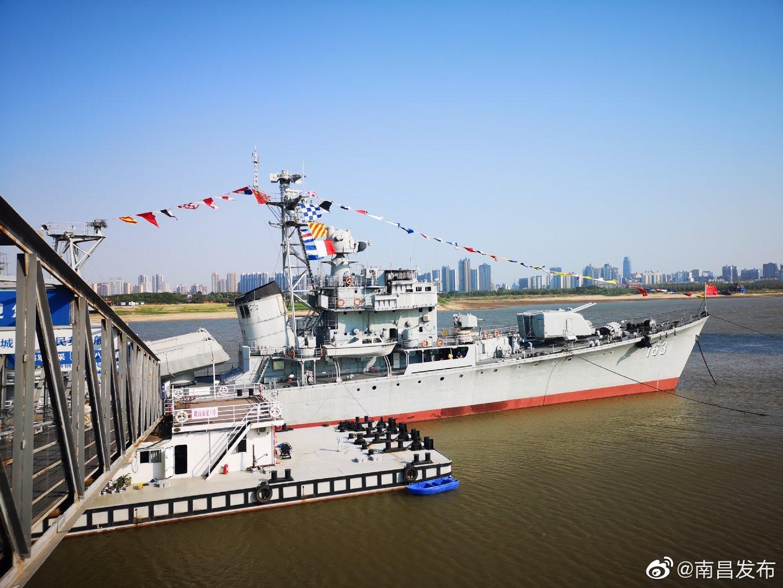 南昌舰,是我国自主建造的第一代导弹驱逐舰,舰首163的标志