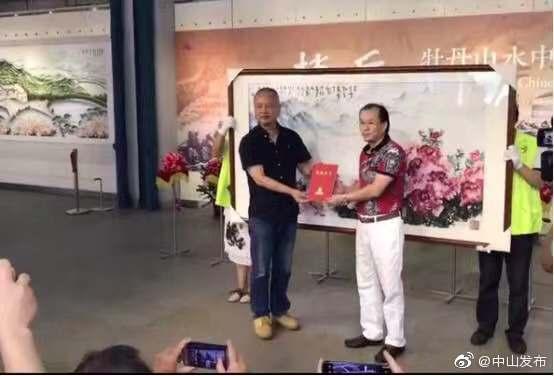 《赵岳牡丹山水中国画展》昨在中山美术馆开展
