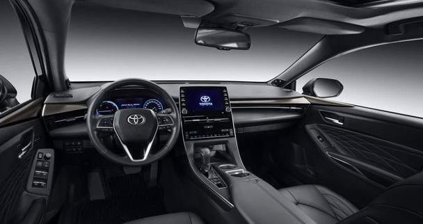 丰田要火了,比奥迪A4L大气,车长近5米,配2。0T+8AT,价格平民