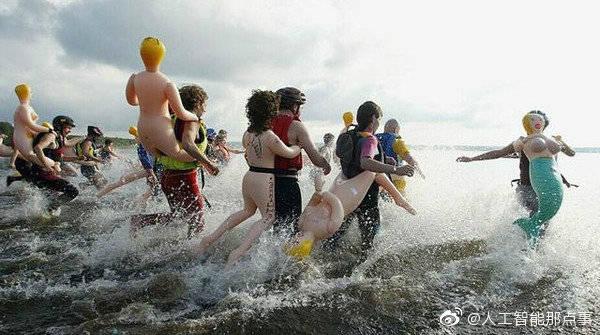 你没见过的全球奇葩比赛之充气娃娃游泳大赛 这是什么奇怪的画风