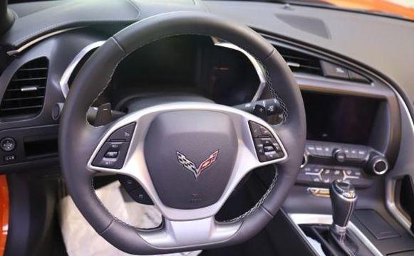美式高性能超跑车——雪佛兰科尔维特!美式硬派车身设计是它亮点