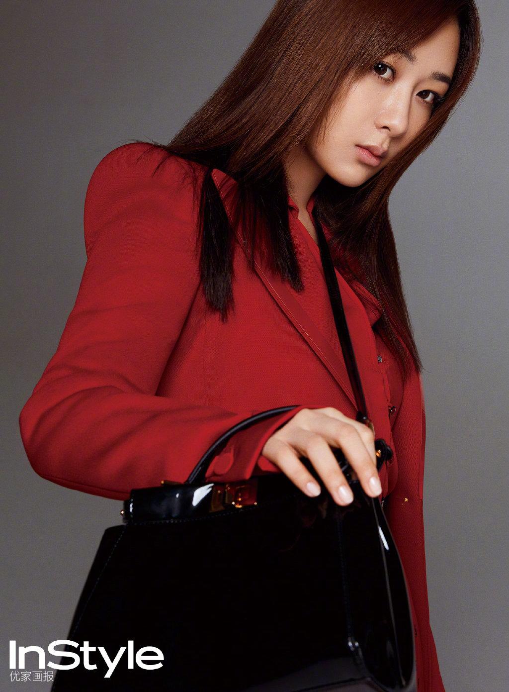 杨紫、辛芷蕾同登杂志周年刊,相似的造型下谁的表现更时尚?