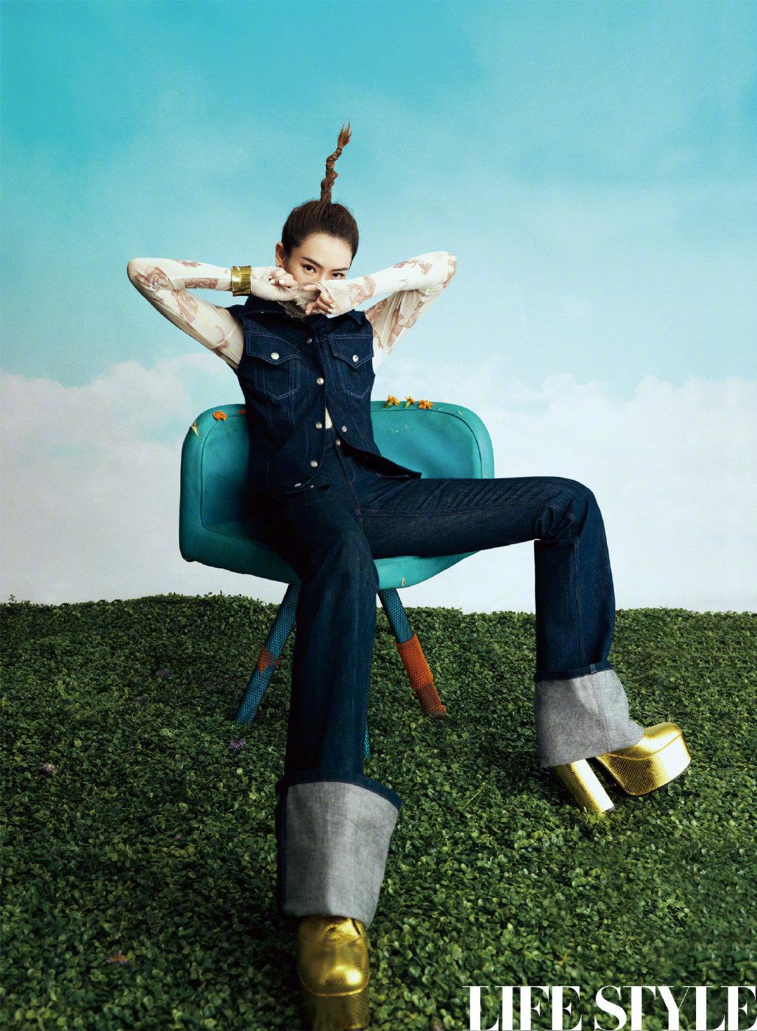 戚薇解锁冲天辫发型,复古前卫引领时尚潮流,期待解锁更多时尚造型