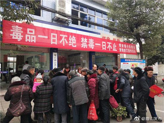 彭山观音镇关闭两家涉嫌非法广告虚假宣传店铺