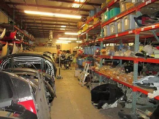 他专门回收报废法拉利,靠拆车卖零件一年赚2000万!