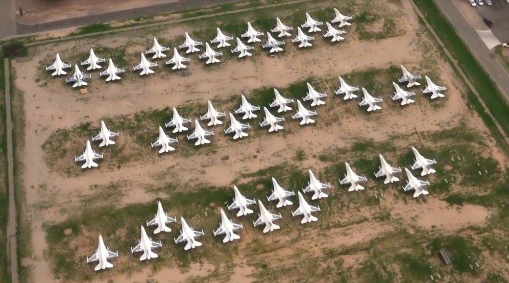 美军战机坟场航拍,这么多飞机变成废铁,退役F16大家抢着买