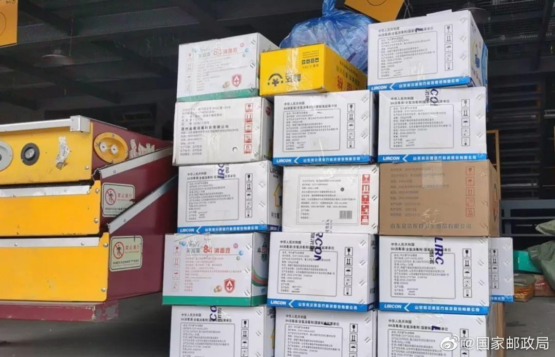 由@韵达速递官微 韵达河南郑州分拨中心联合当地口罩生产商筹集的130