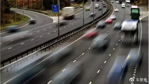 高速开车并不是一个简单的事儿,很多注意事项要认真对待