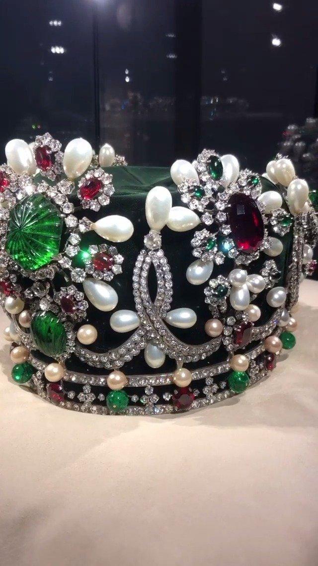 伊朗王后法拉赫·巴列维的梵克雅宝王冠