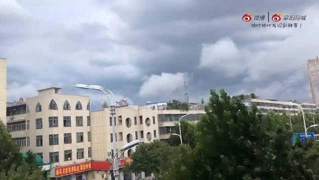 阜阳市气象台发布雷雨大风黄色预警信号