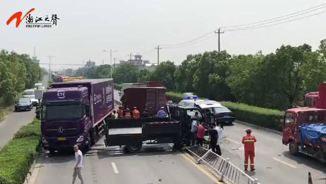 4辆货车连环相撞致2人被困 消防及时处置成功救援