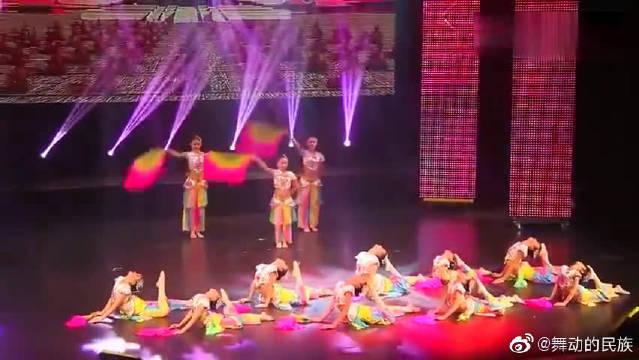 了解民族舞的朋友都知道扇子舞是民族舞中的一个分类