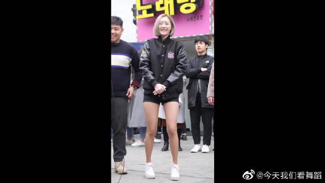 让人费心的长筒袜的FC首尔新浪拉链队长,刘宝英的直拍,绝了绝了。