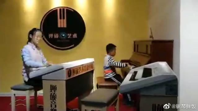 钢琴演奏《克罗地亚狂想曲》!小朋友好棒~