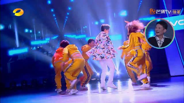 刘宪华彭昱畅《battle也疯狂》,认真跳舞的彭彭太可爱了!