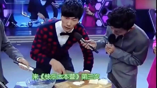 被走秀耽误了的厨师张亮,把豆腐切成丝厉害了!